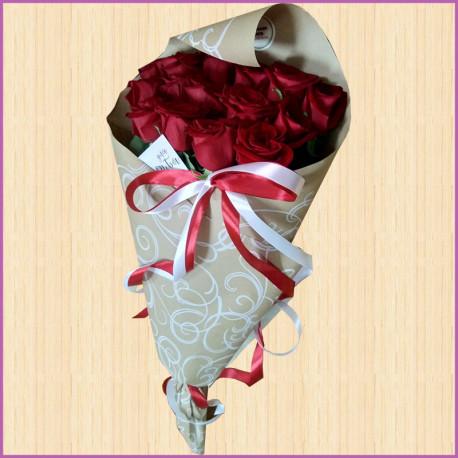 Букет из 15 роз в упаеовке Крафт
