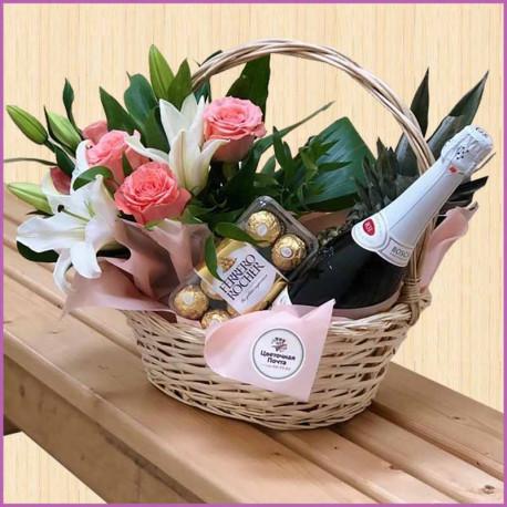Подарочная корзина из лилий и роз
