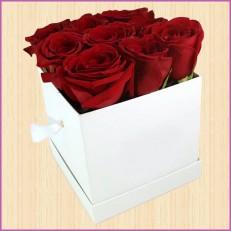 9 Шикарных роз в квадратной коробке